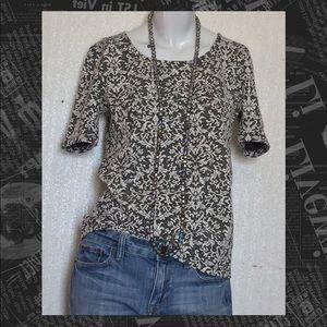 🍷Ann Taylor Loft Gray Floral Top